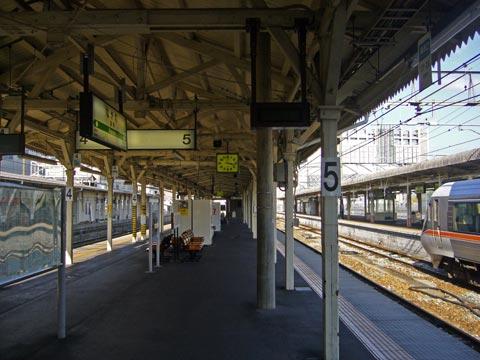 鉄道駅 線路/駅舎/プラットホーム